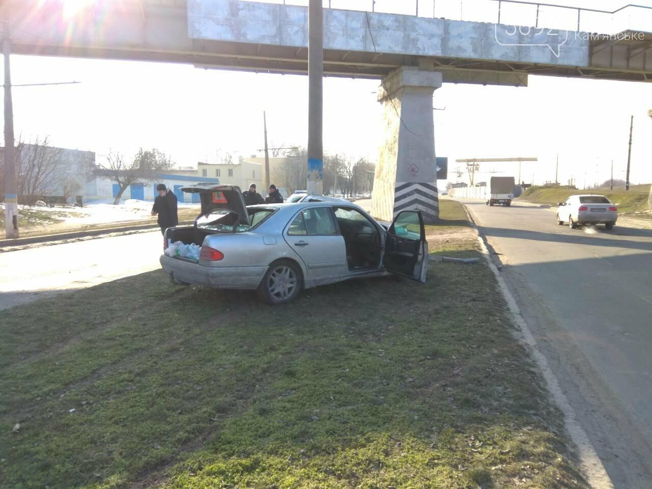 В Каменском автомобиль из Польши врезался в столб, фото-4