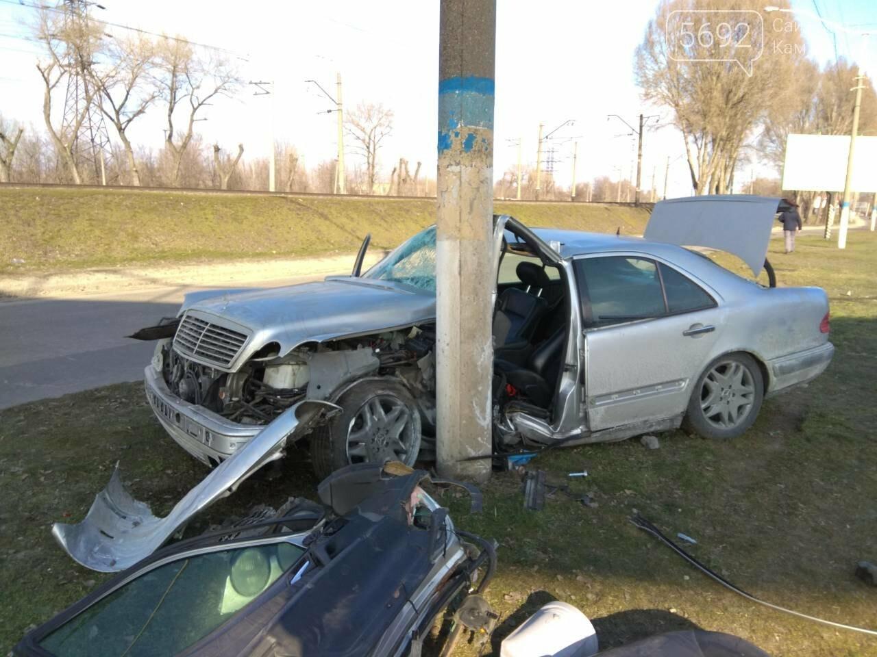 В Каменском автомобиль из Польши врезался в столб, фото-5