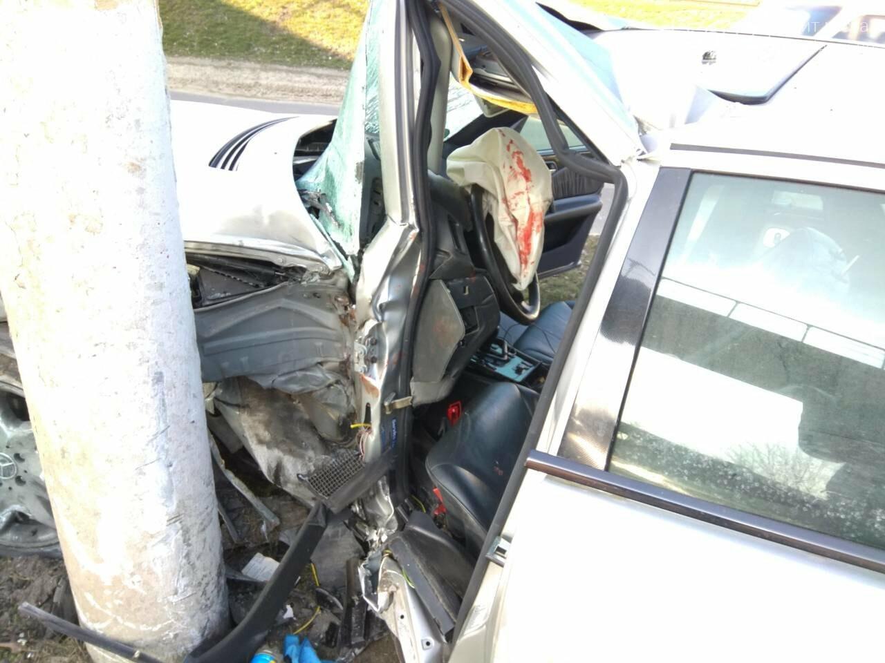 В Каменском автомобиль из Польши врезался в столб, фото-2