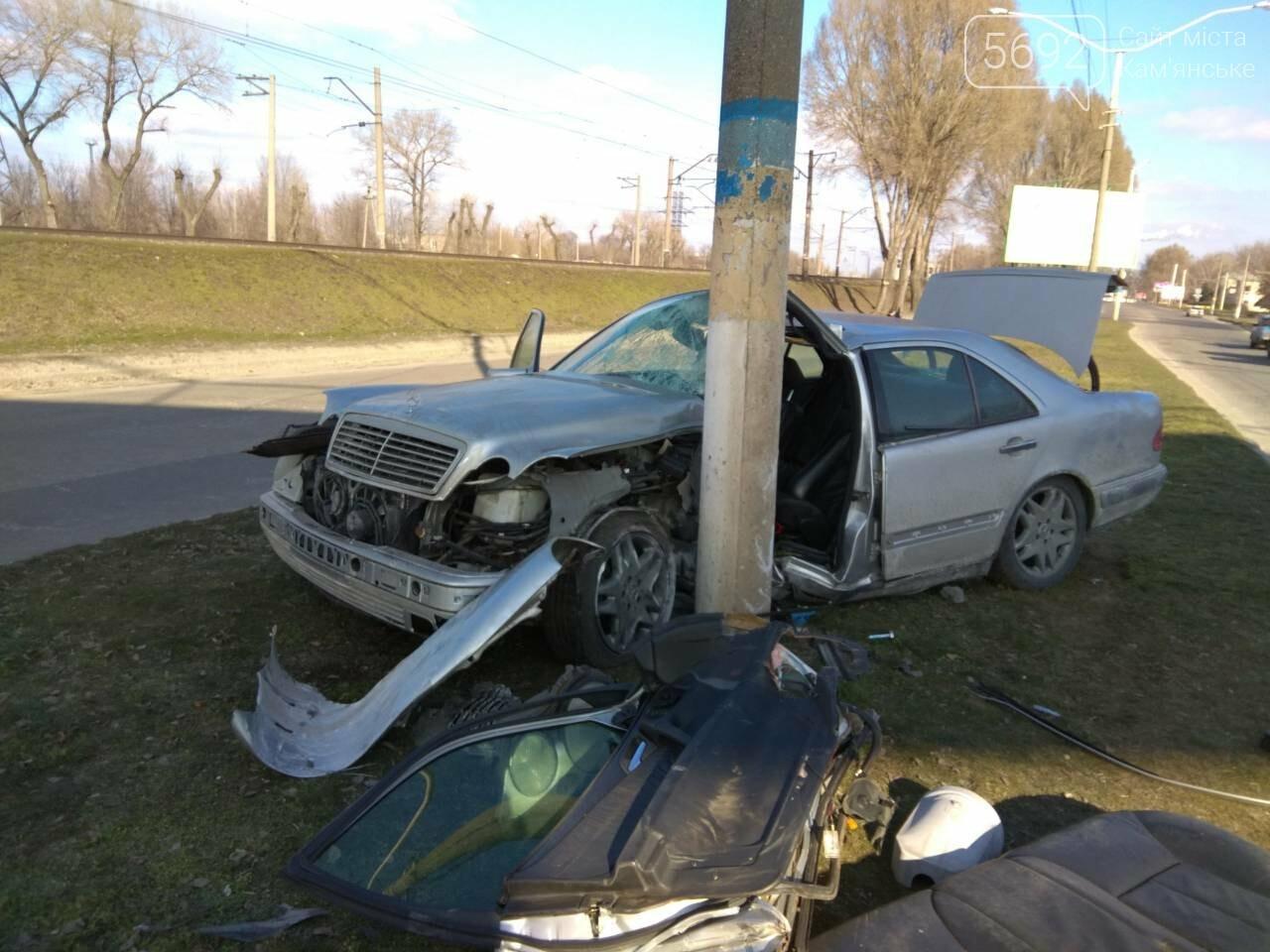 В Каменском автомобиль из Польши врезался в столб, фото-7