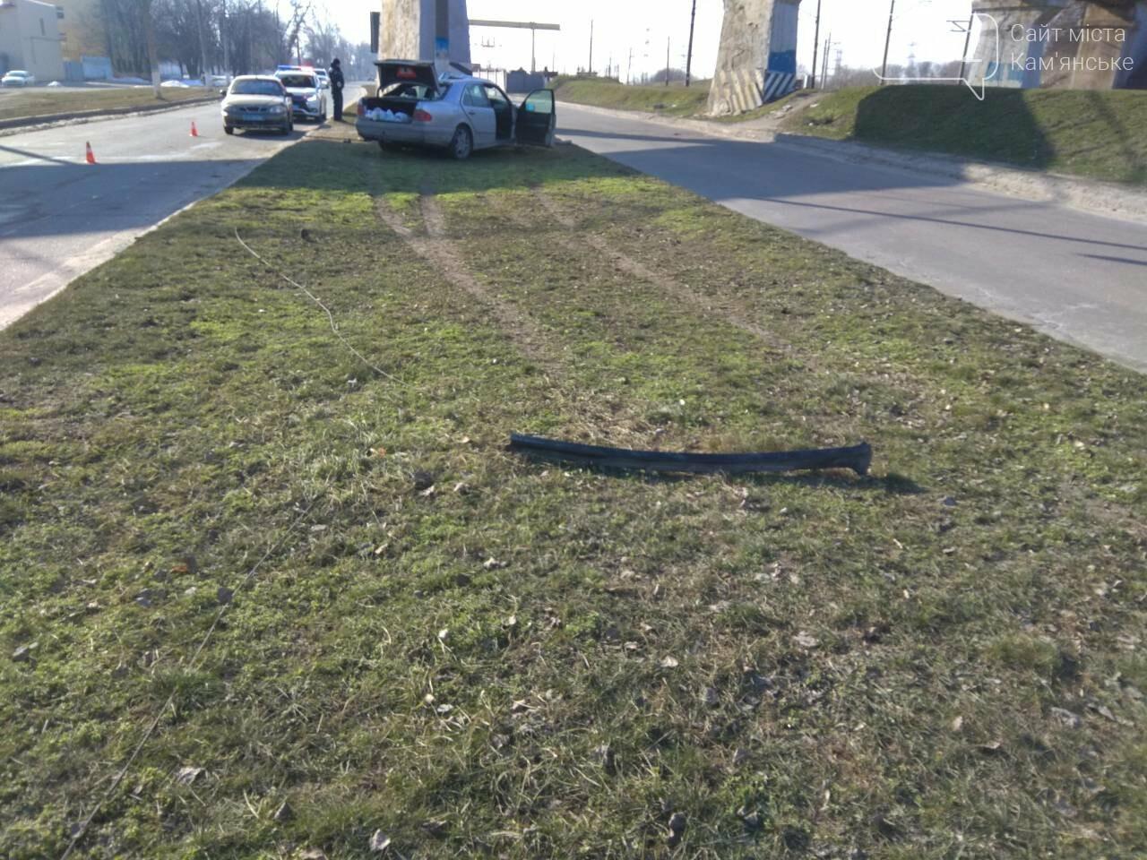 В Каменском автомобиль из Польши врезался в столб, фото-14
