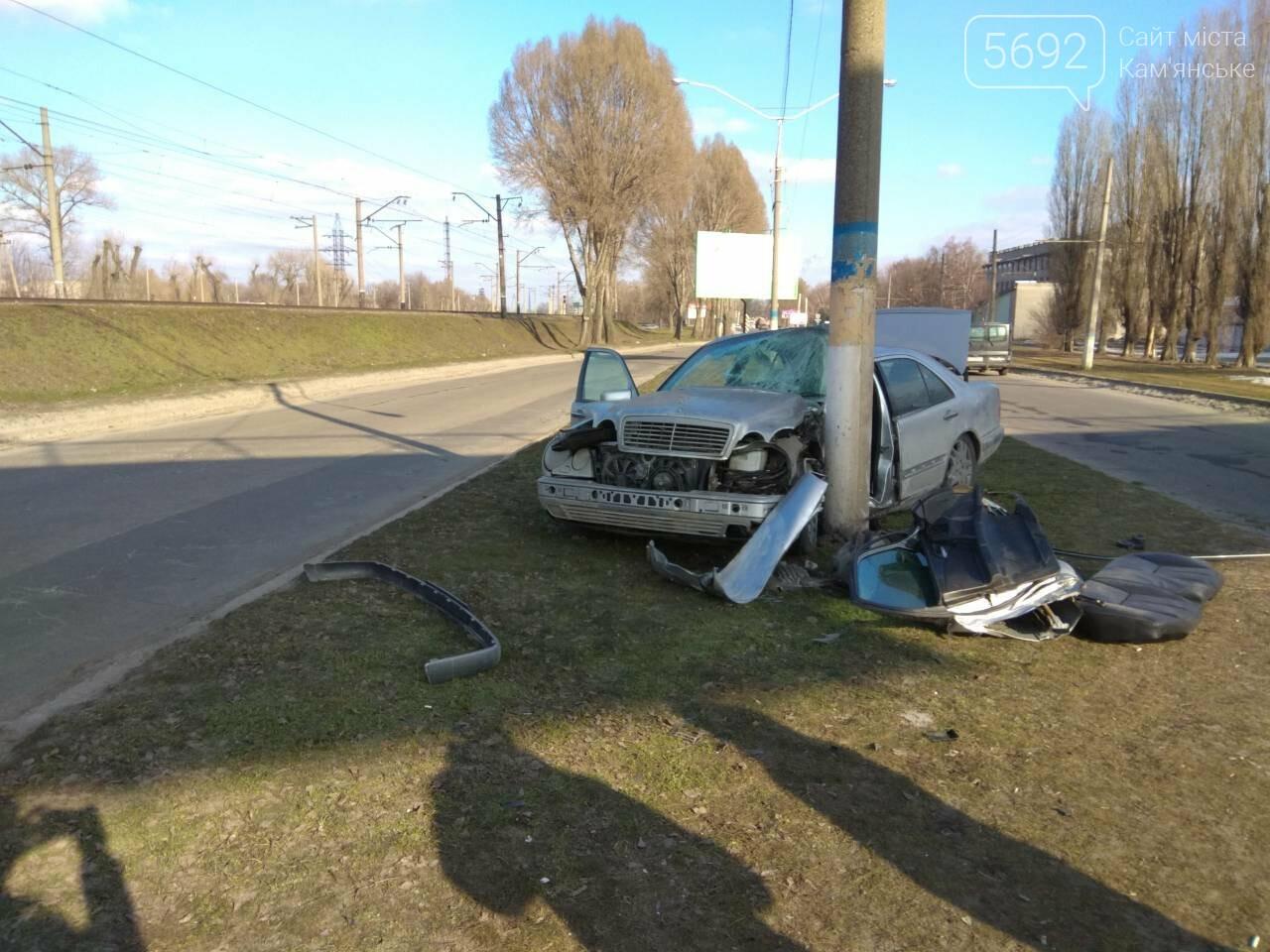 В Каменском автомобиль из Польши врезался в столб, фото-10