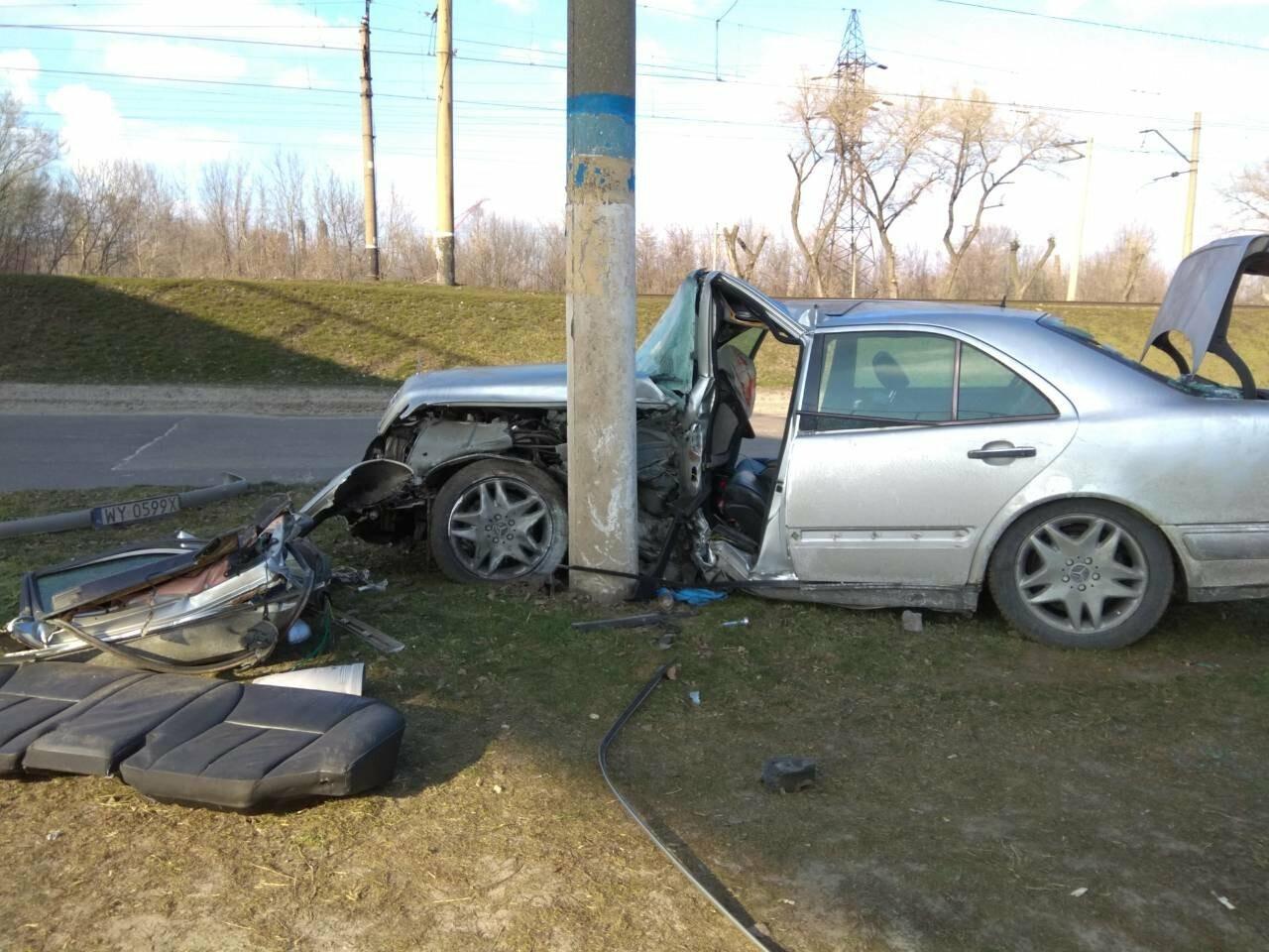 В Каменском автомобиль из Польши врезался в столб, фото-12