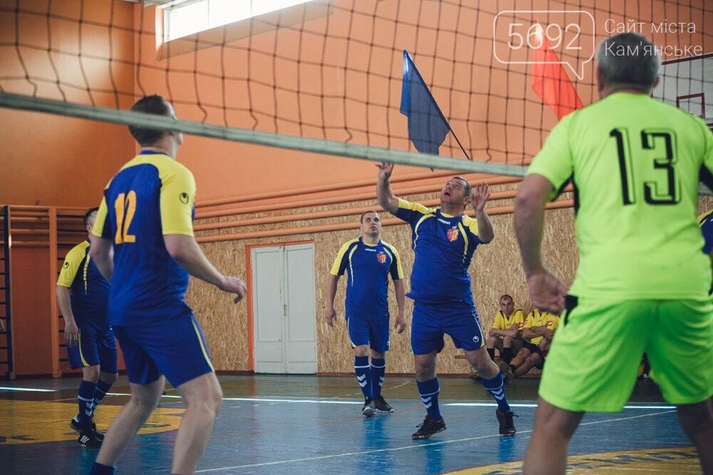Депутаты Каменского играли в футбол и волейбол, фото-1