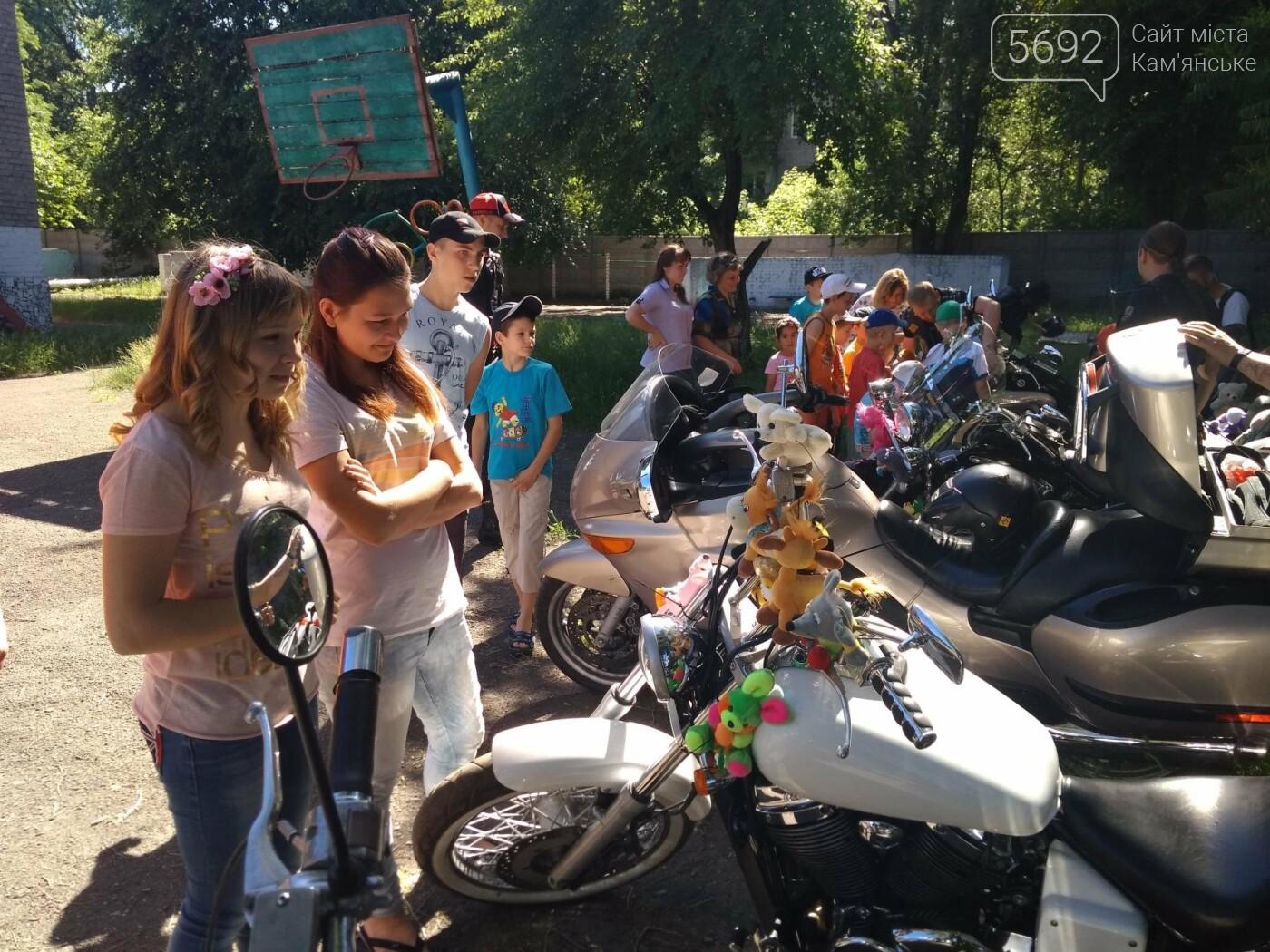 Байкеры Каменского прокатили на мотоциклах детей-сирот, фото-9