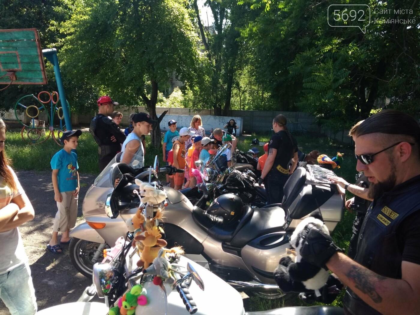Байкеры Каменского прокатили на мотоциклах детей-сирот, фото-20