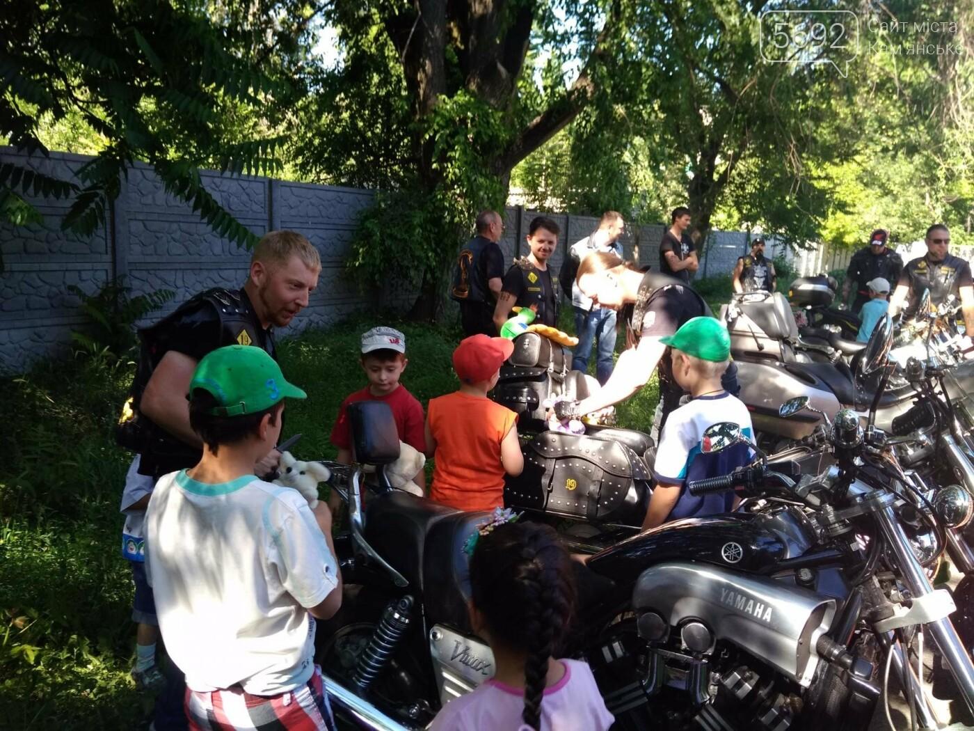 Байкеры Каменского прокатили на мотоциклах детей-сирот, фото-14