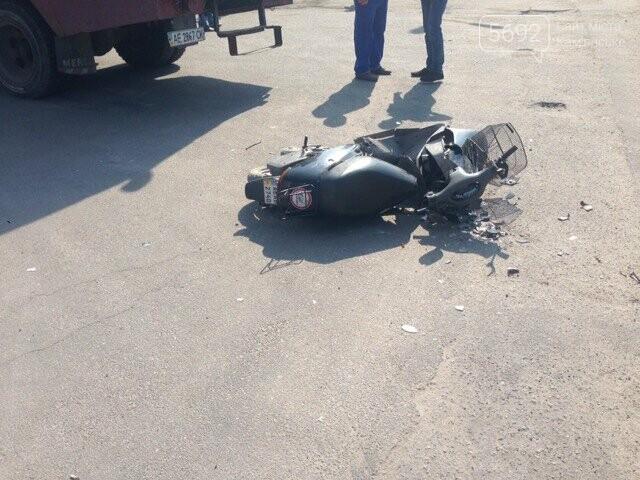 В Каменском водитель «Горводоканала» на ГАЗе сбил мопедиста, фото-1