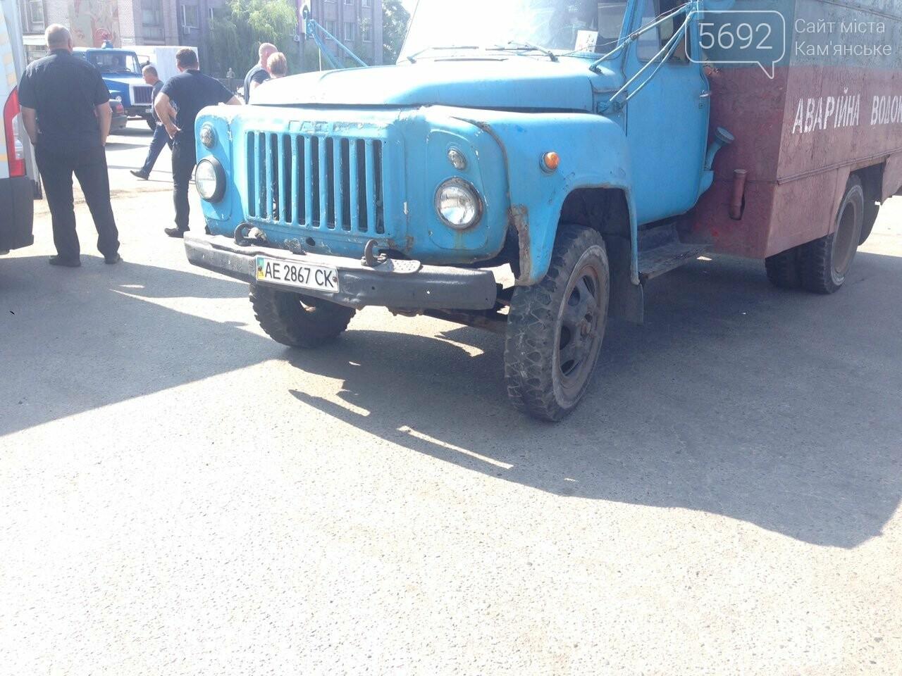 В Каменском водитель «Горводоканала» на ГАЗе сбил мопедиста, фото-3