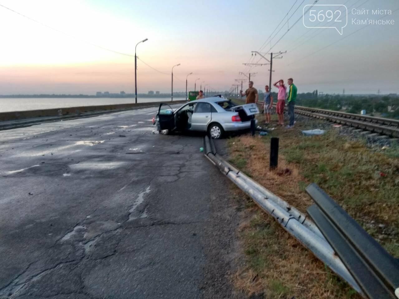 Врезались в отбойник: в Каменском в масштабном ДТП пострадали ребенок и двое взрослых, фото-5