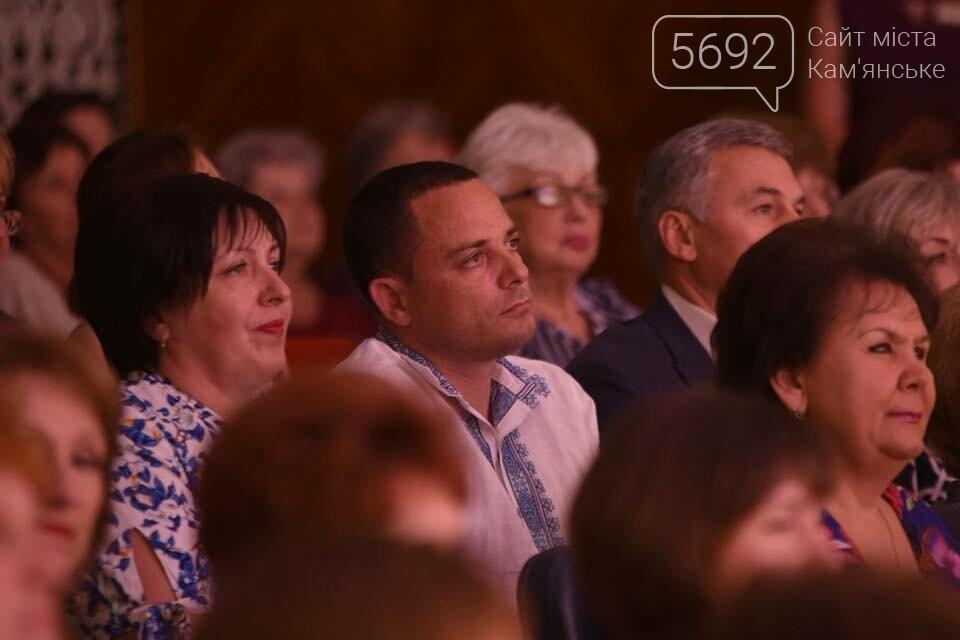 В театре Каменского чествовали медиков: документальный фильм, поздравления и выставка, фото-6