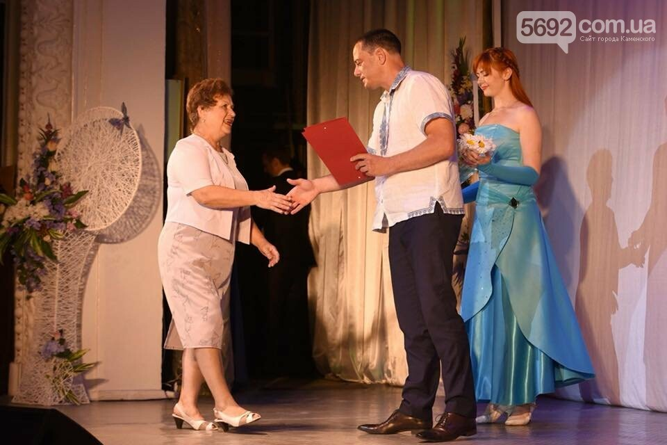 В театре Каменского чествовали медиков: документальный фильм, поздравления и выставка, фото-8