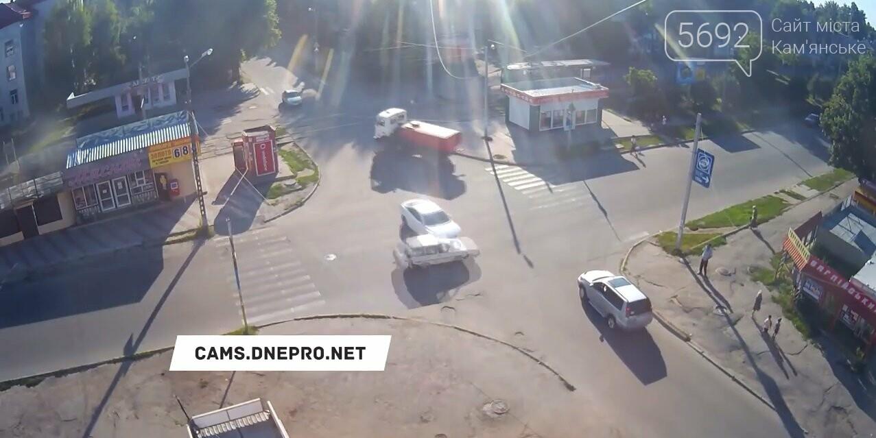 Подробности ДТП на проспекте Конституции в Каменском (видео), фото-2