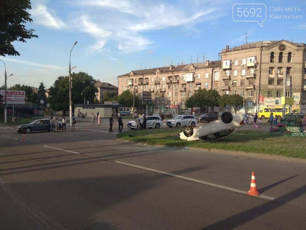 """ДТП на """"Дружбе"""" в Каменском: """"Митсубиси"""" на еврономерах не пропустил """"Рено"""", трое пострадавших, фото-9"""