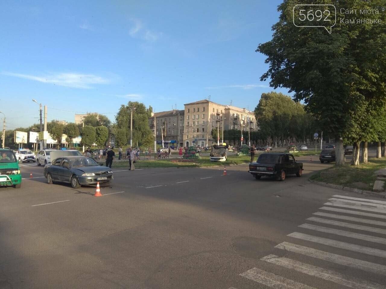 """ДТП на """"Дружбе"""" в Каменском: """"Митсубиси"""" на еврономерах не пропустил """"Рено"""", трое пострадавших, фото-10"""