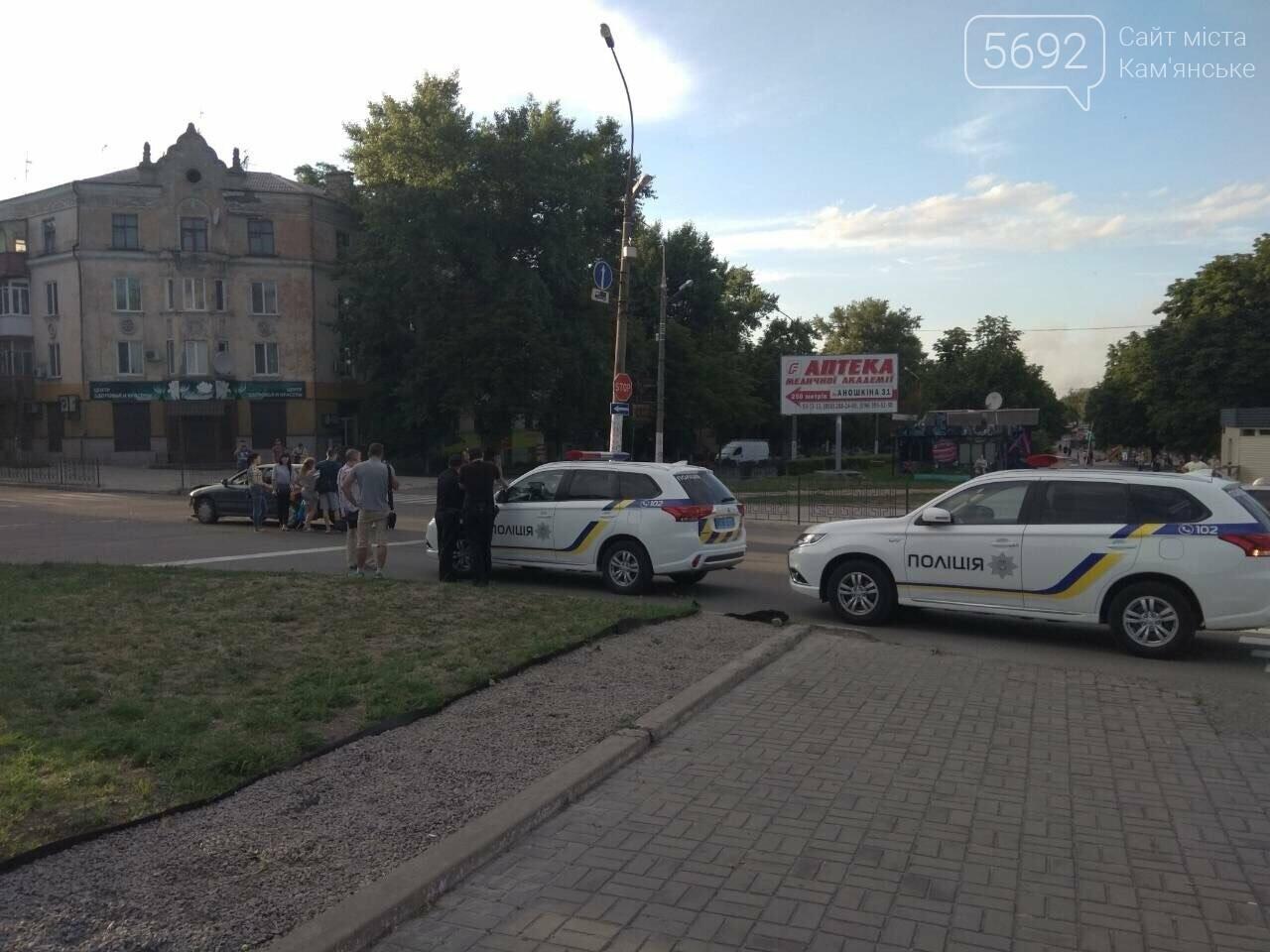 """ДТП на """"Дружбе"""" в Каменском: """"Митсубиси"""" на еврономерах не пропустил """"Рено"""", трое пострадавших, фото-5"""