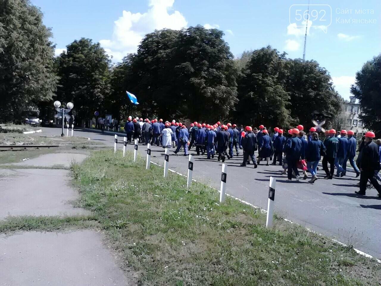 В Каменском тысячи рабочих «ДнепрАзота» вышли на митинг, фото-1