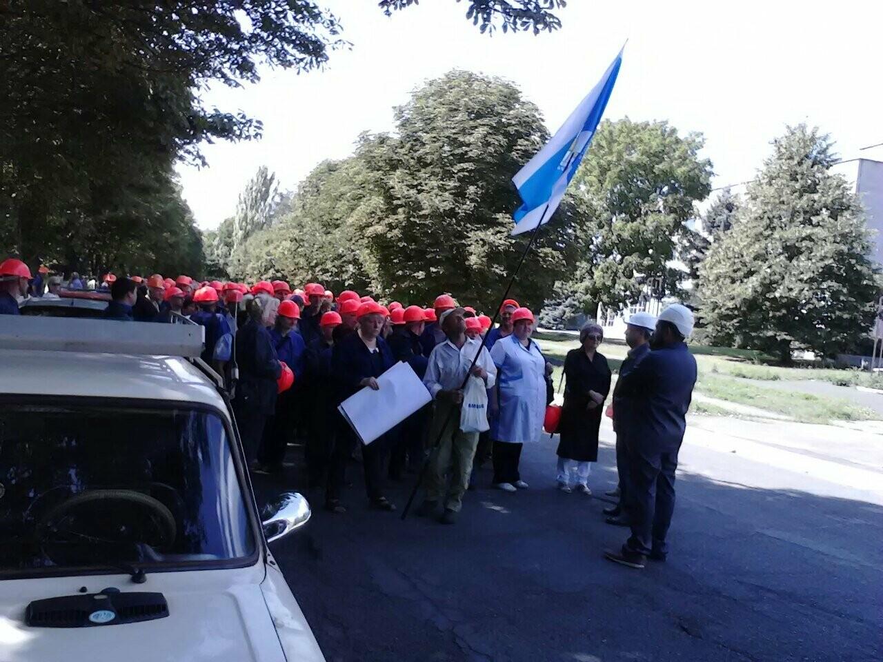 В Каменском тысячи рабочих «ДнепрАзота» вышли на митинг, фото-3