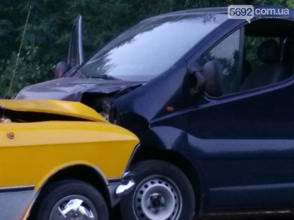 """ДТП в Каменском: """"Москвич"""" протаранил """"Опель"""", фото-2"""