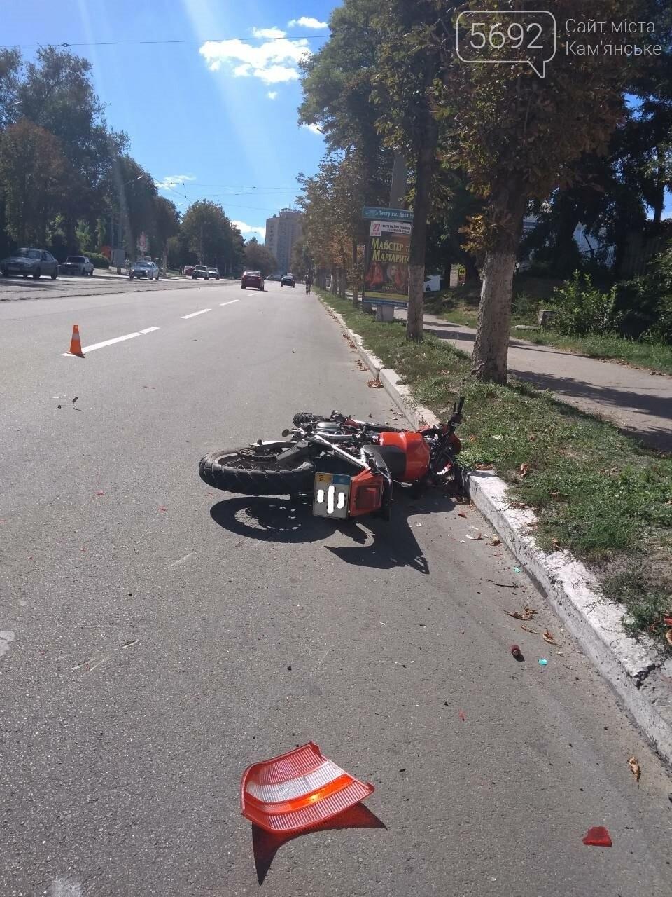 Не пропустил: в Каменском мотоциклист врезался в Opel с польскими номерами, фото-8