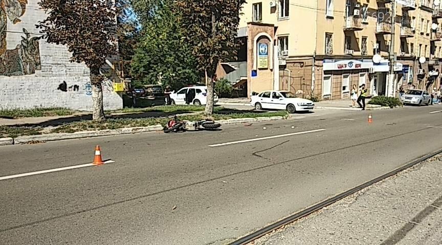 Не пропустил: в Каменском мотоциклист врезался в Opel с польскими номерами, фото-2