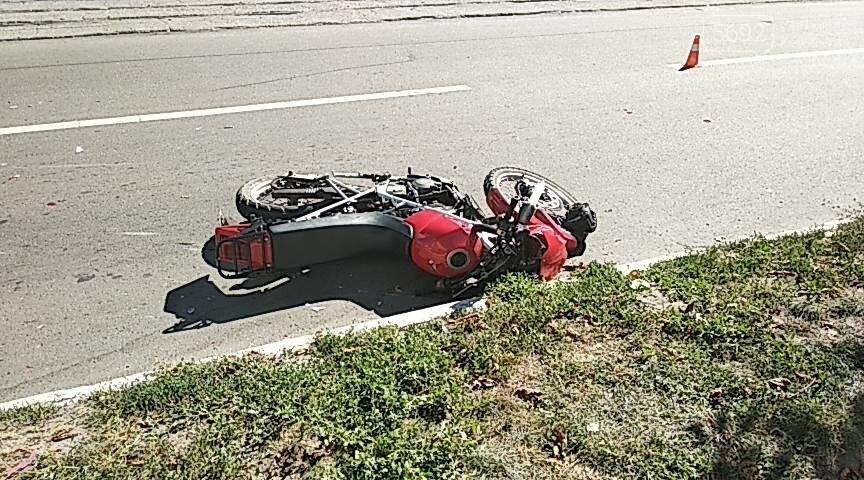 Не пропустил: в Каменском мотоциклист врезался в Opel с польскими номерами, фото-1