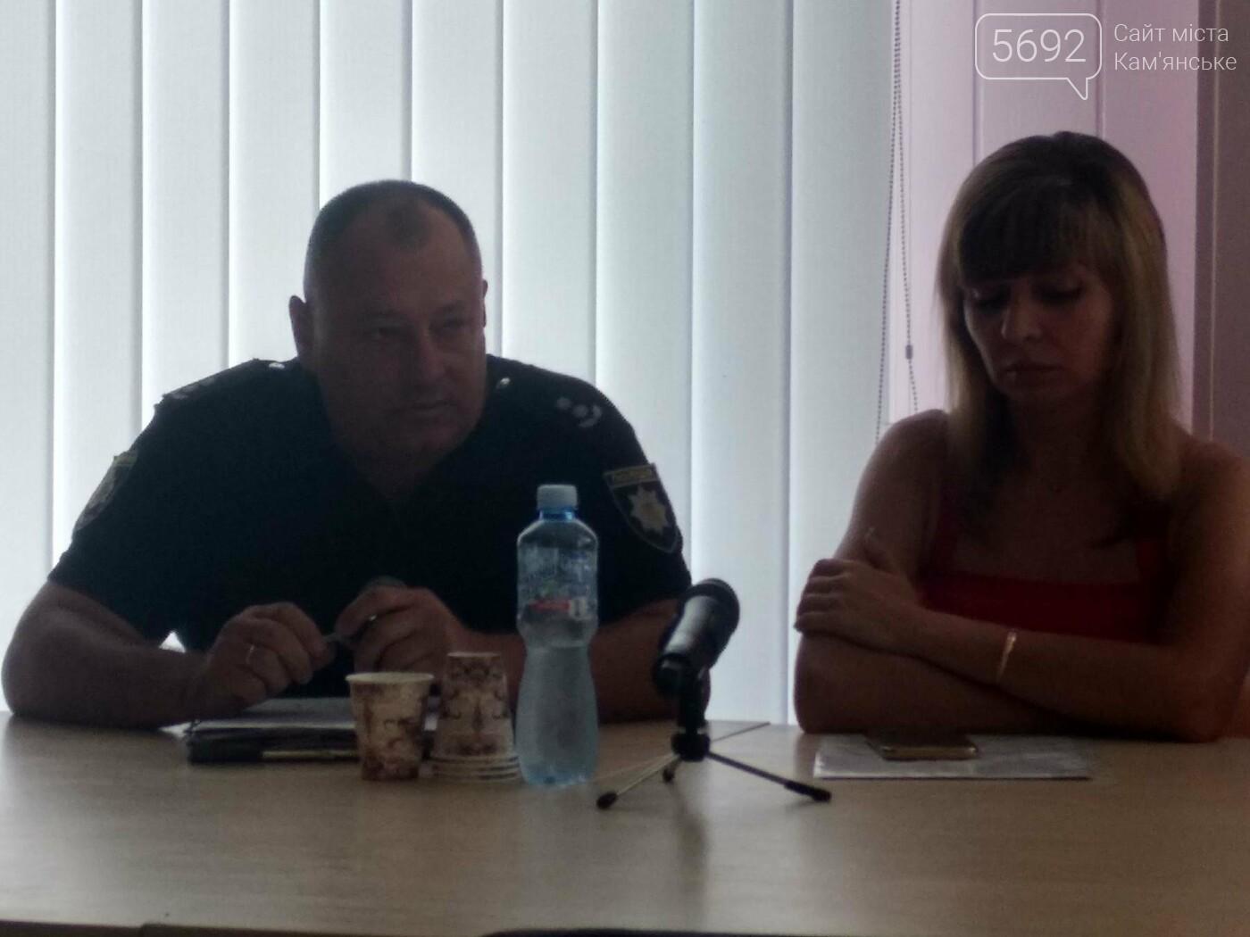 Постоянные ДТП в Каменском: в бибиотеке прошел круглый стол активистов совместно с полицией, фото-1