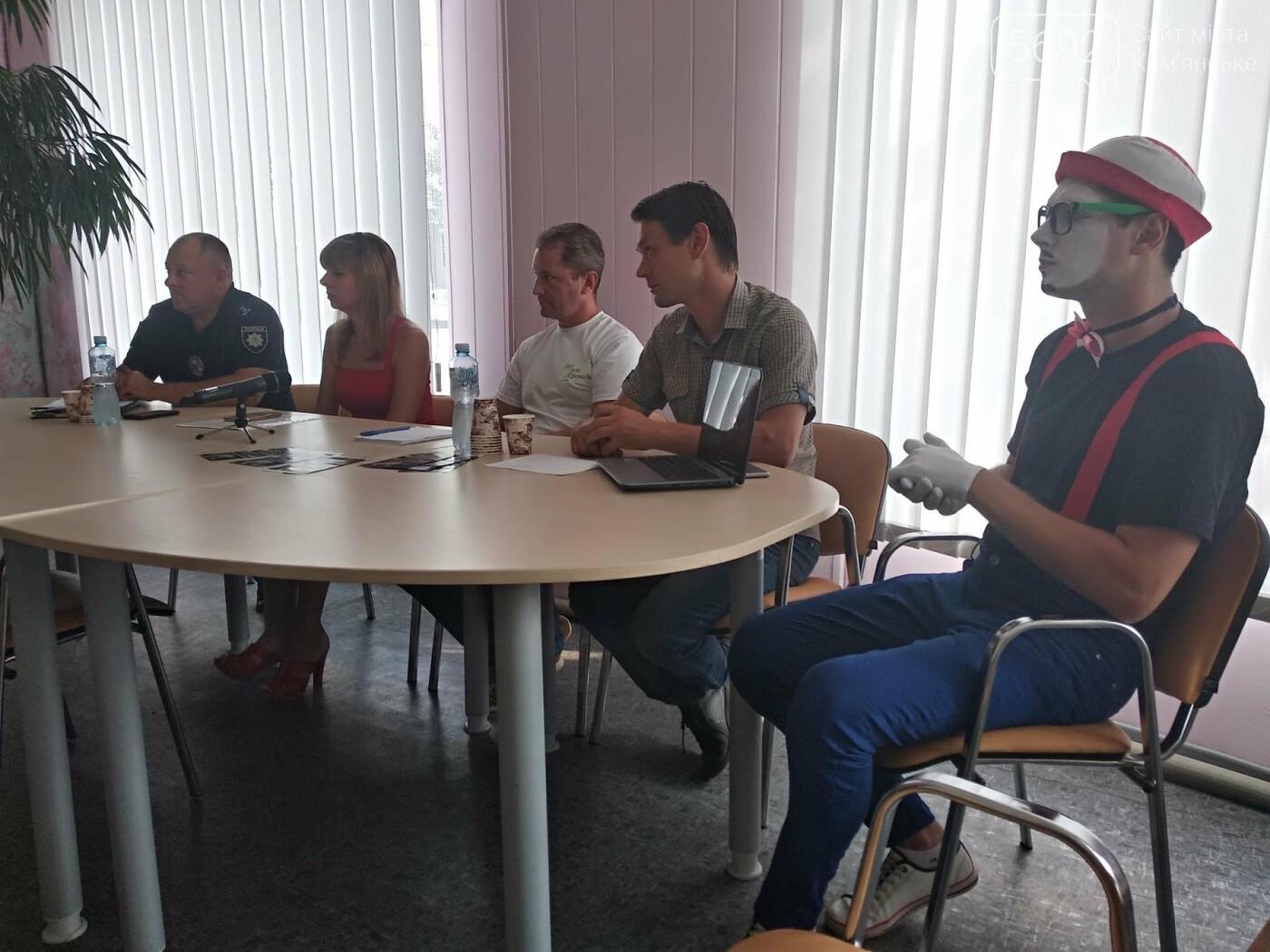 Постоянные ДТП в Каменском: в бибиотеке прошел круглый стол активистов совместно с полицией, фото-2