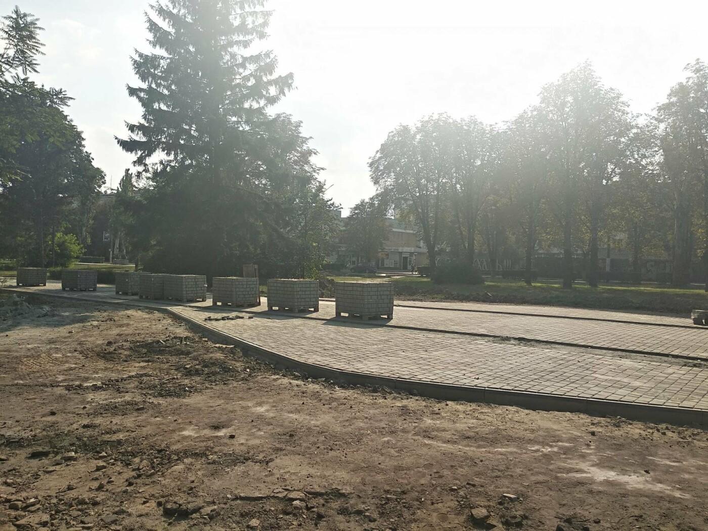 В Каменском продолжается реконструкция центрального сквера, фото-6