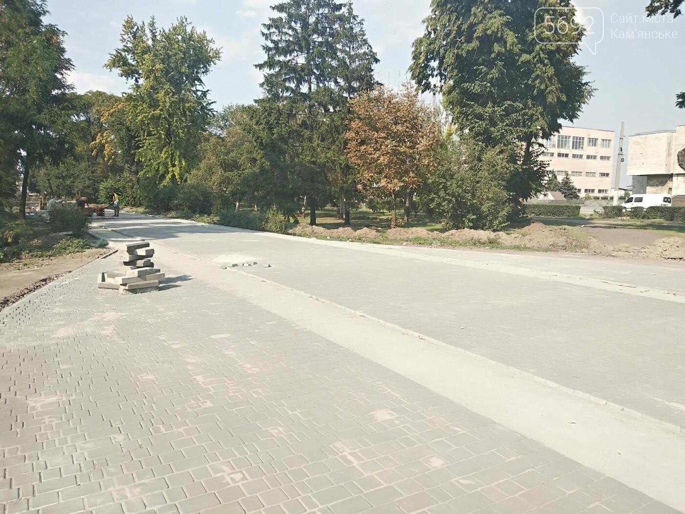 В Каменском продолжается реконструкция центрального сквера, фото-4