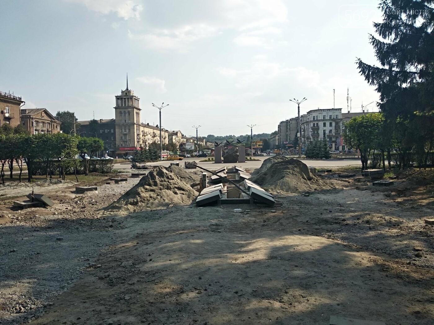 В Каменском продолжается реконструкция центрального сквера, фото-5