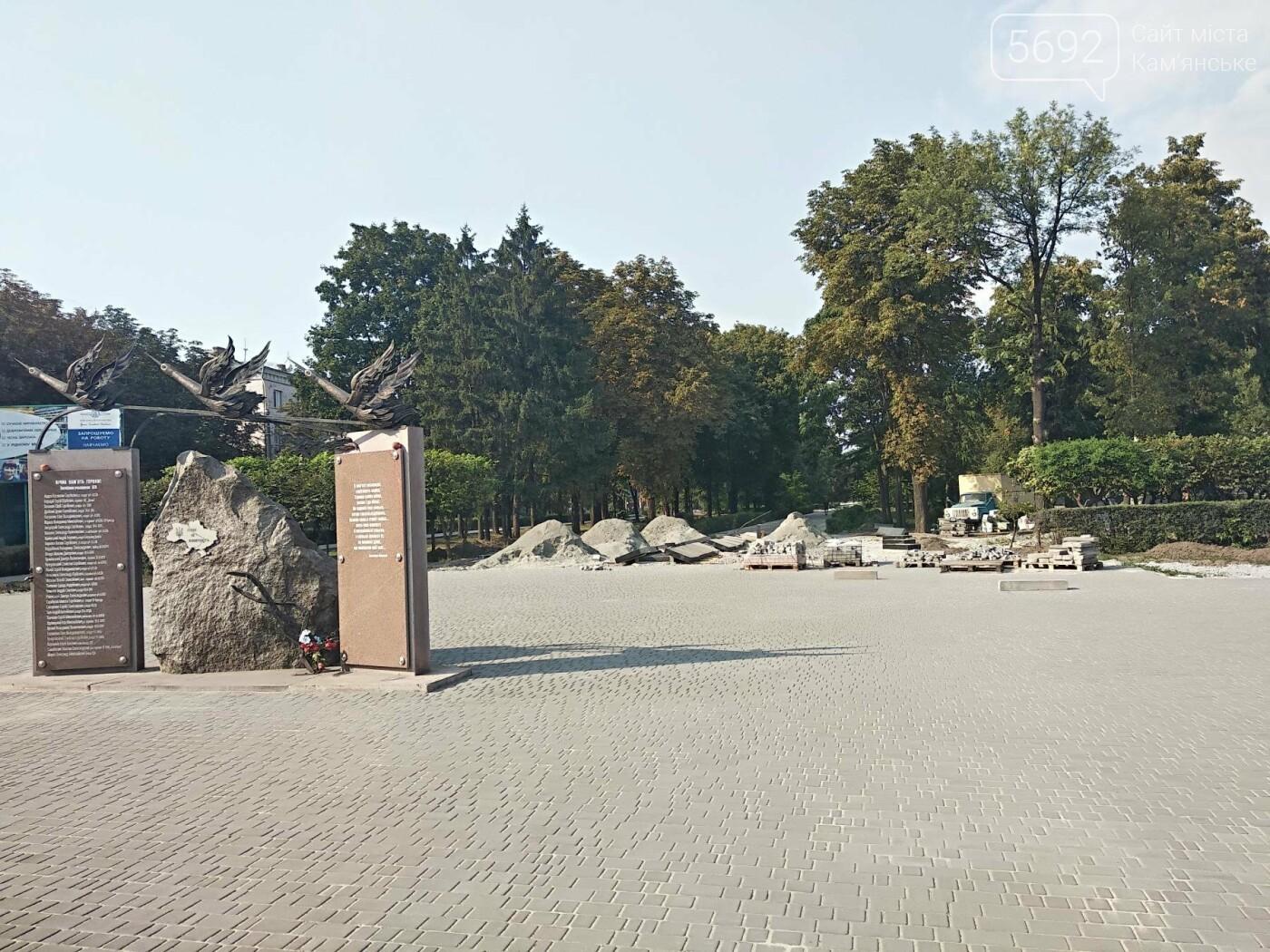 В Каменском продолжается реконструкция центрального сквера, фото-7