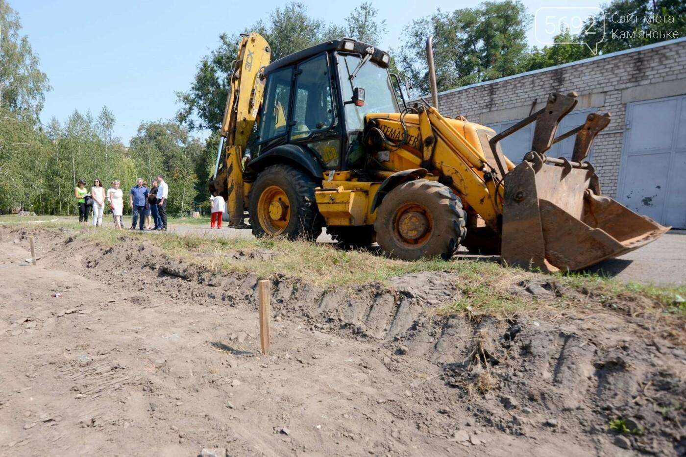 В Каменском ко Дню города откроют два футбольных поля, фото-5