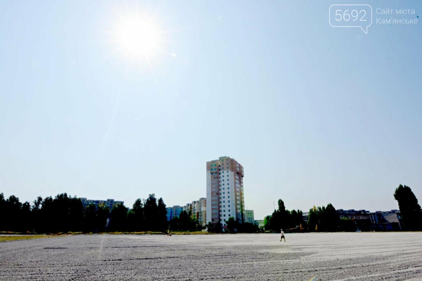 В Каменском ко Дню города откроют два футбольных поля, фото-1