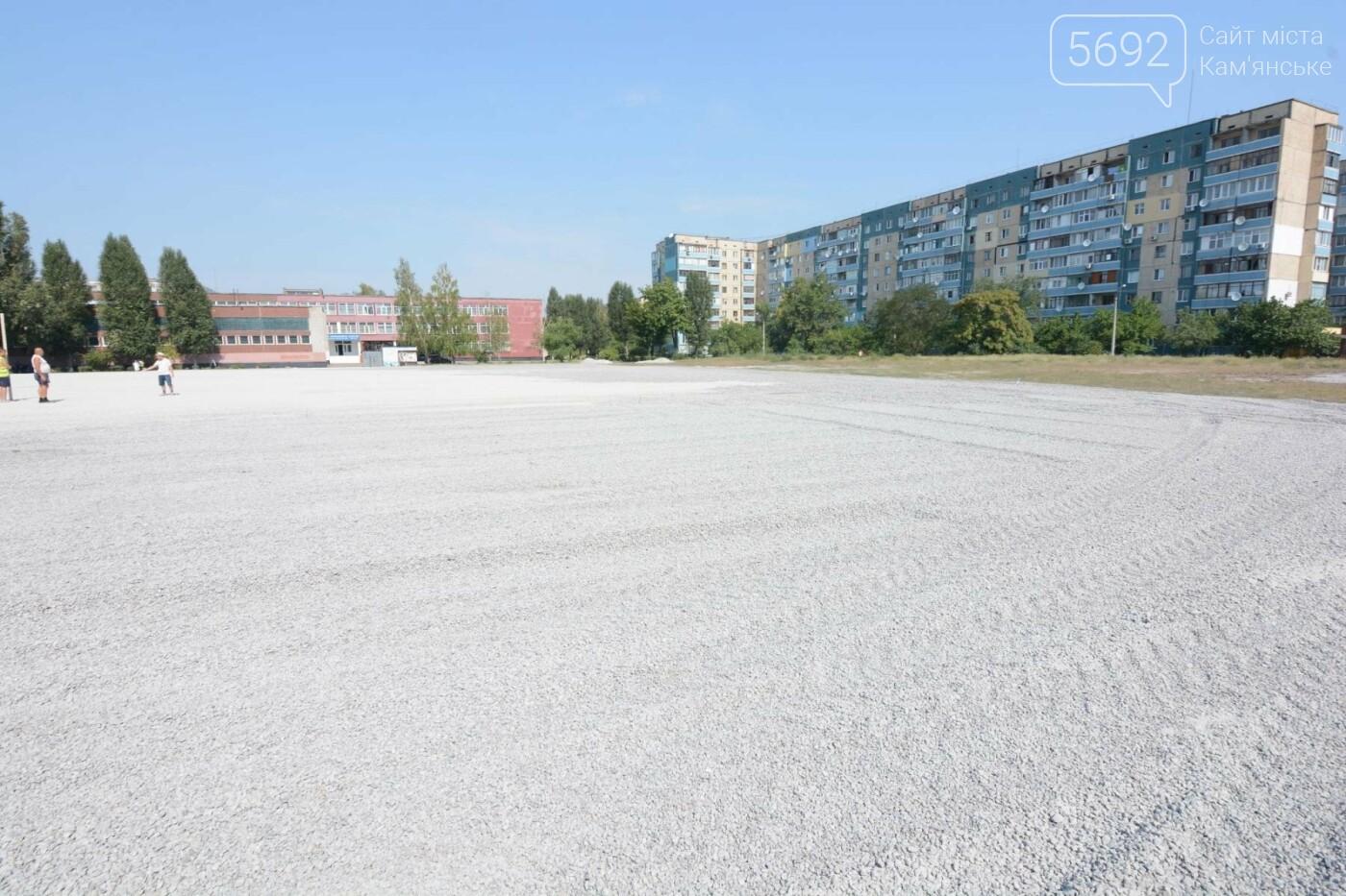 В Каменском ко Дню города откроют два футбольных поля, фото-4