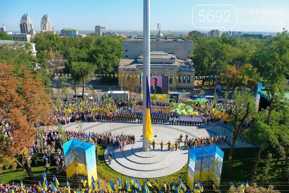 Над Днепром взвился самый большой флаг Украины, фото-3
