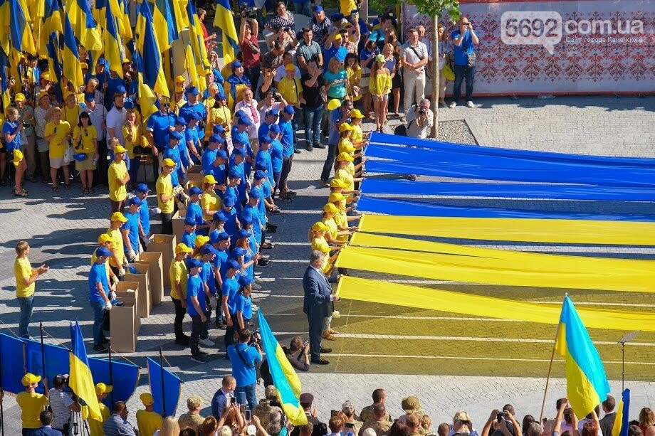 Над Днепром взвился самый большой флаг Украины, фото-12