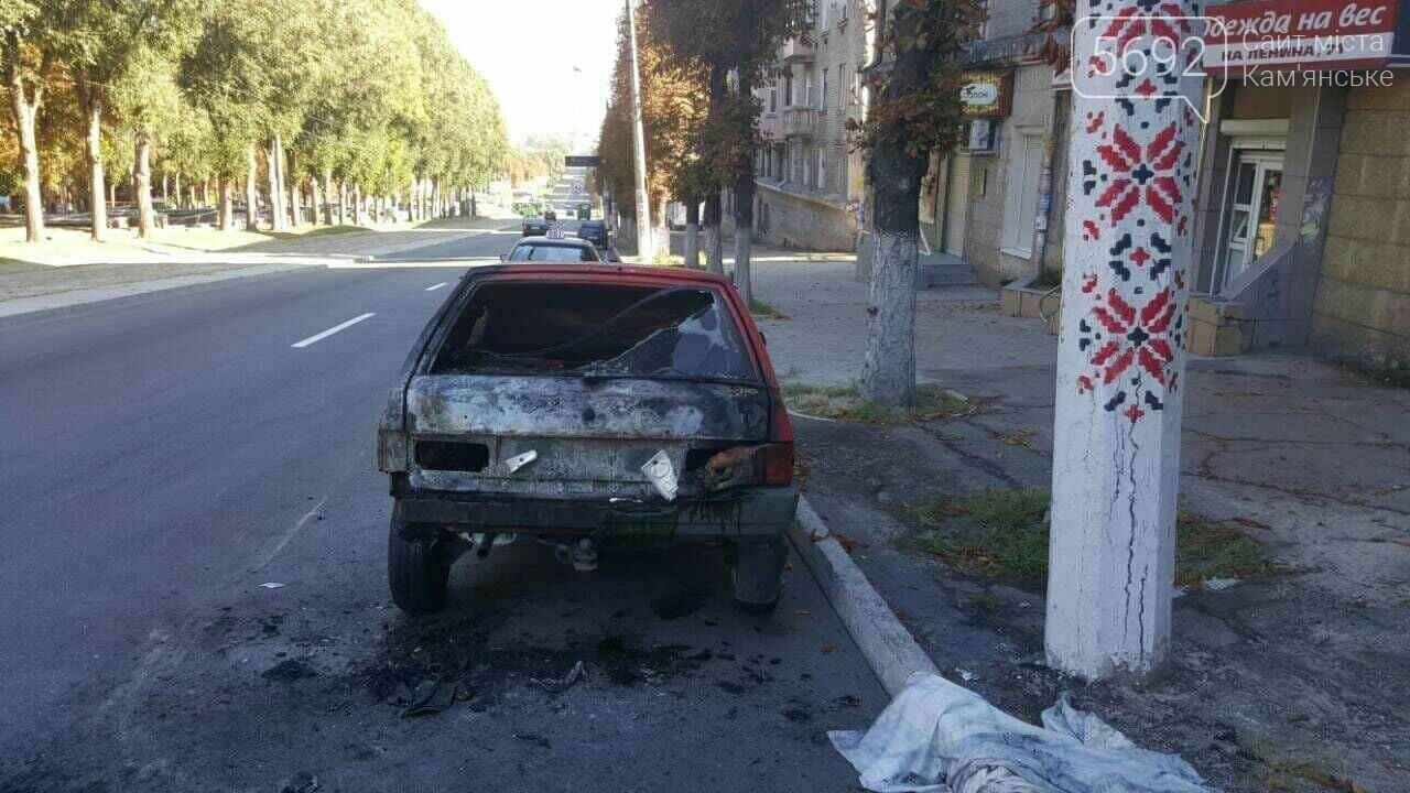 Припарковался: в Каменском на обочине сгорел автомобиль , фото-5