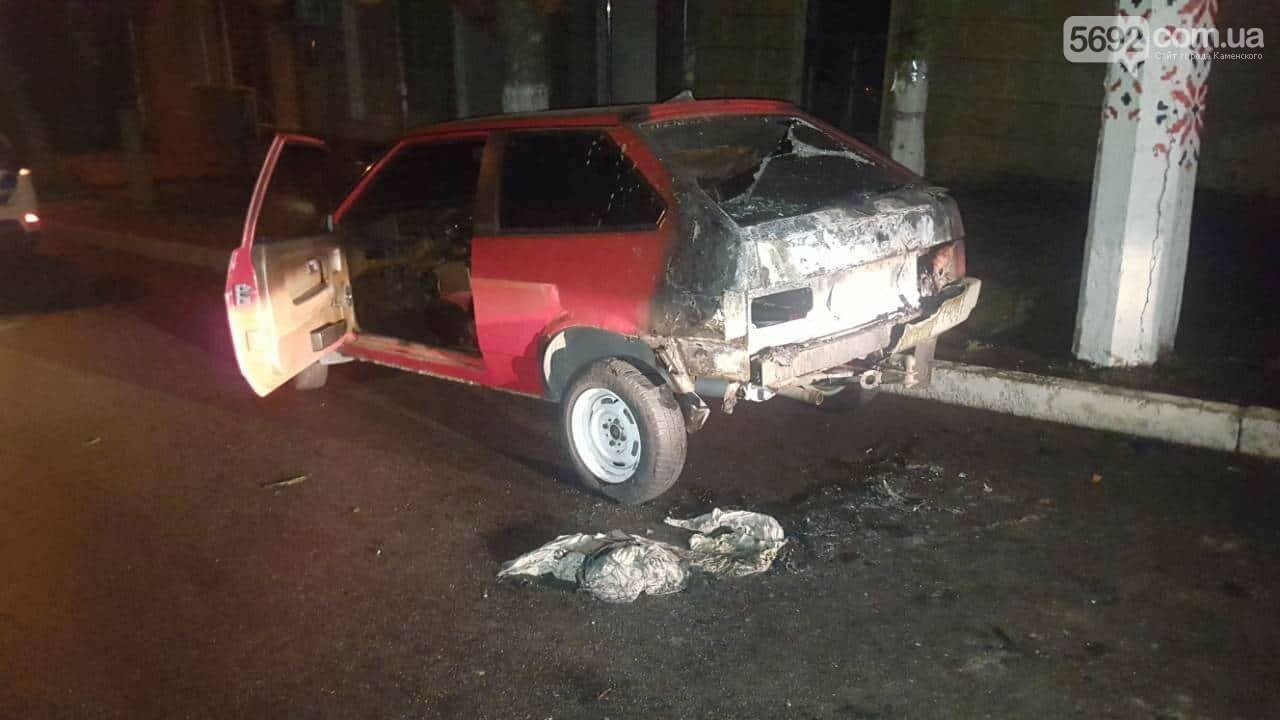 Припарковался: в Каменском на обочине сгорел автомобиль , фото-6