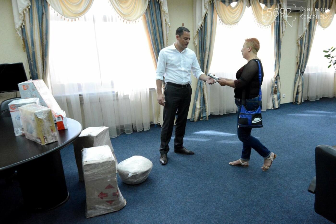Мэр Каменского передал военным на передовую необходимую помощь, фото-3