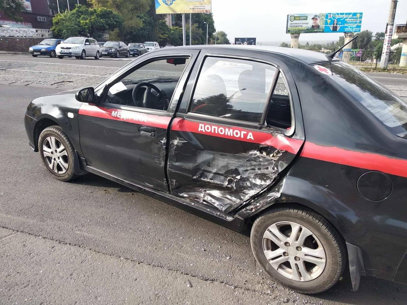 ДТП в Каменском: на аварийно-опасном перекрестке столкнулись два автомобиля, фото-5