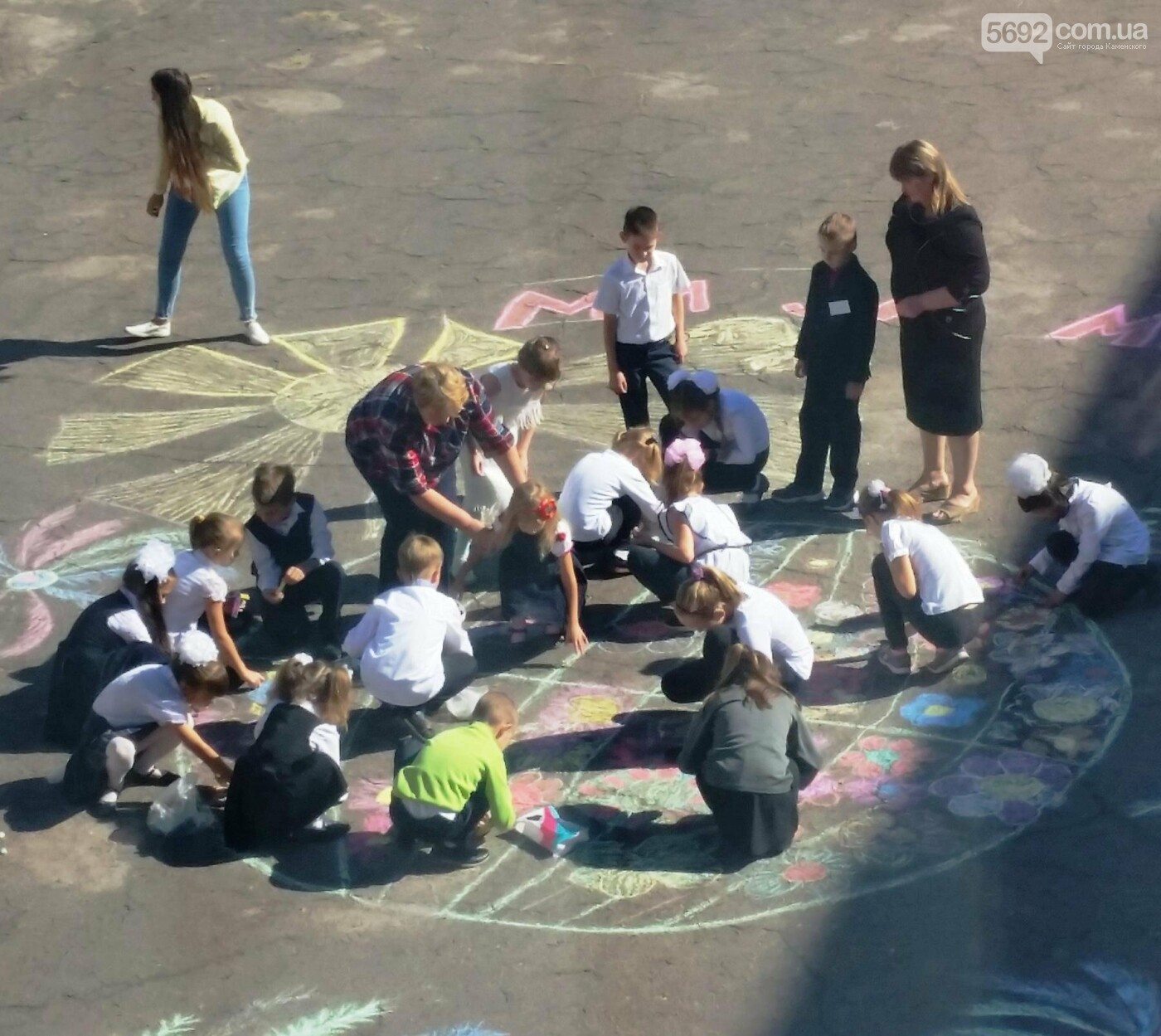 Дети – за мир: школьники каменского провели флешмоб, фото-1