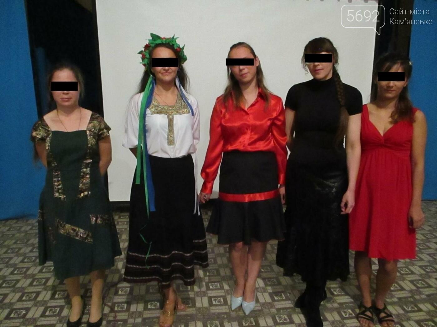В Каменской колонии пели песни о маме и Украине, фото-3