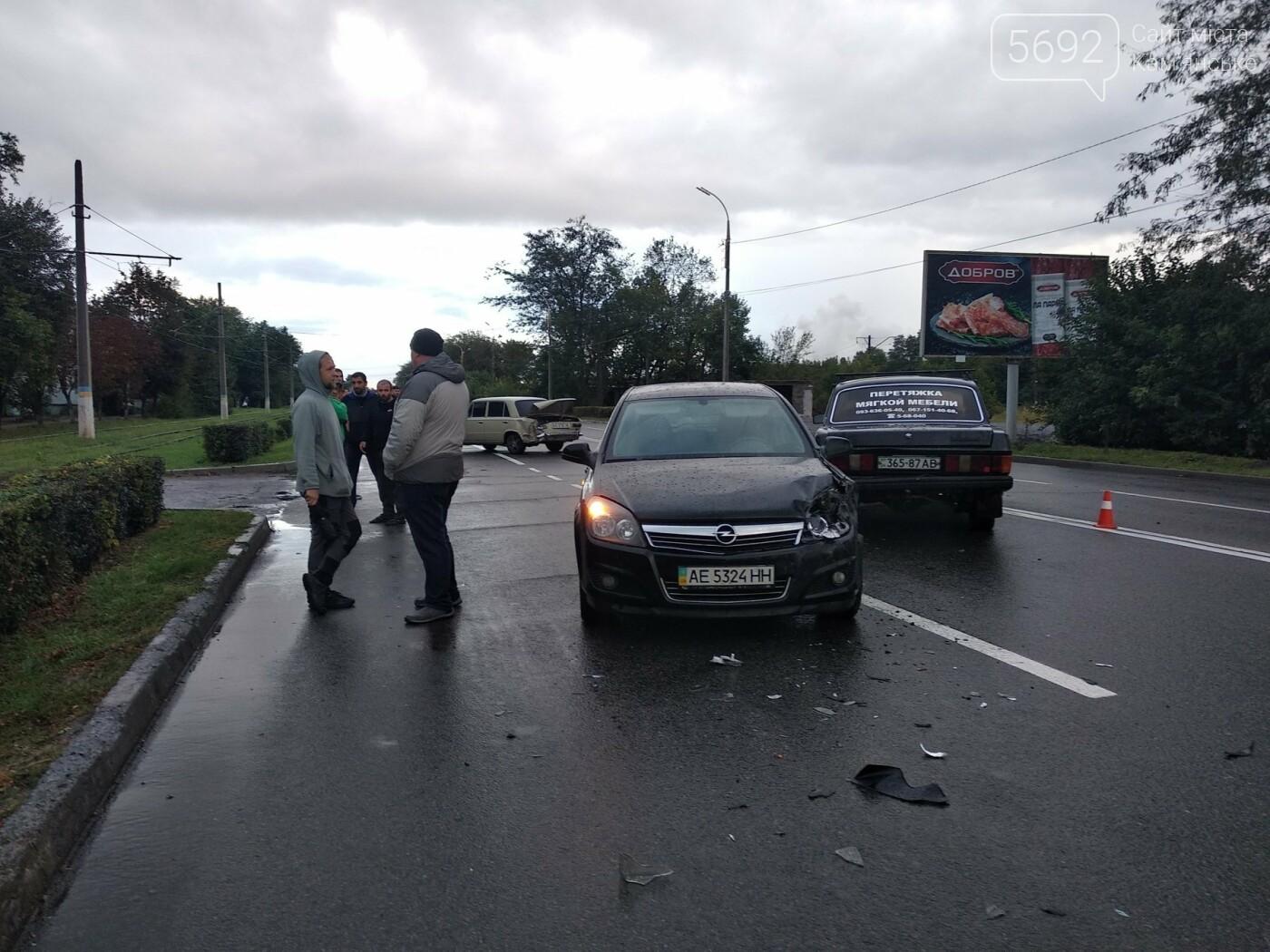В Каменском на Юбилейном произошло тройное ДТП, фото-2