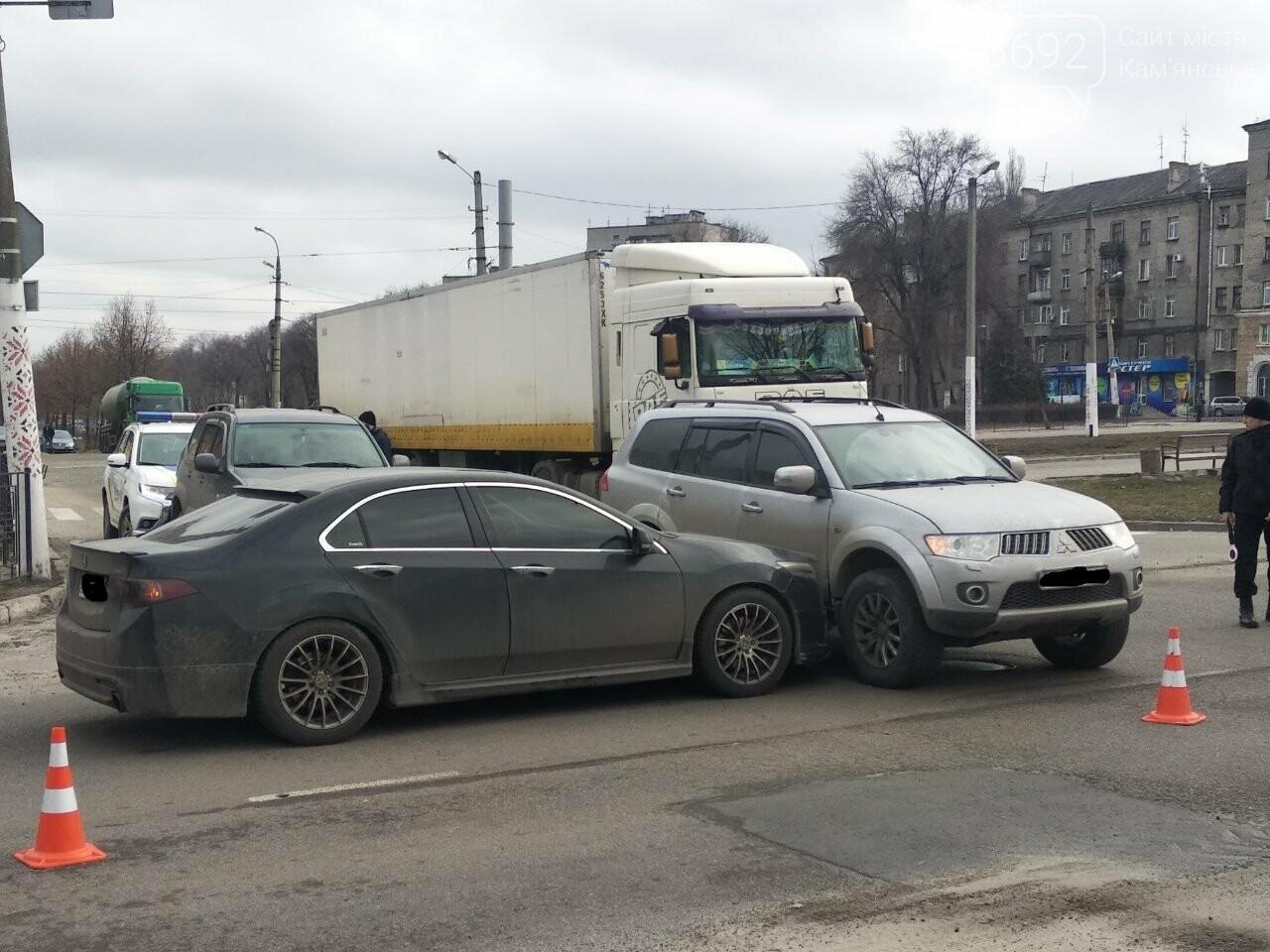 В Каменском на проспекте Свободы случилось ДТП: движение затруднено , фото-2