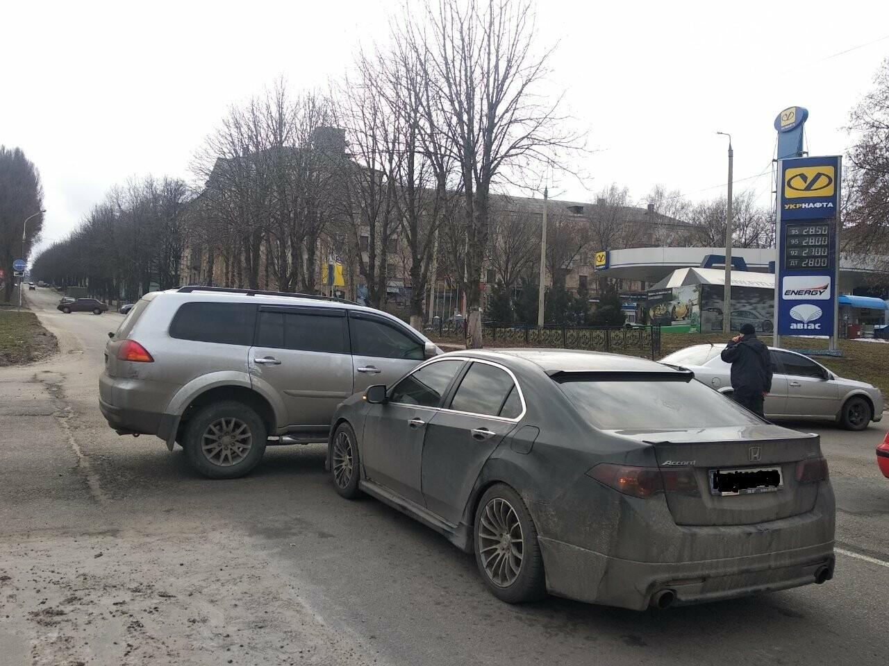 В Каменском на проспекте Свободы случилось ДТП: движение затруднено , фото-3