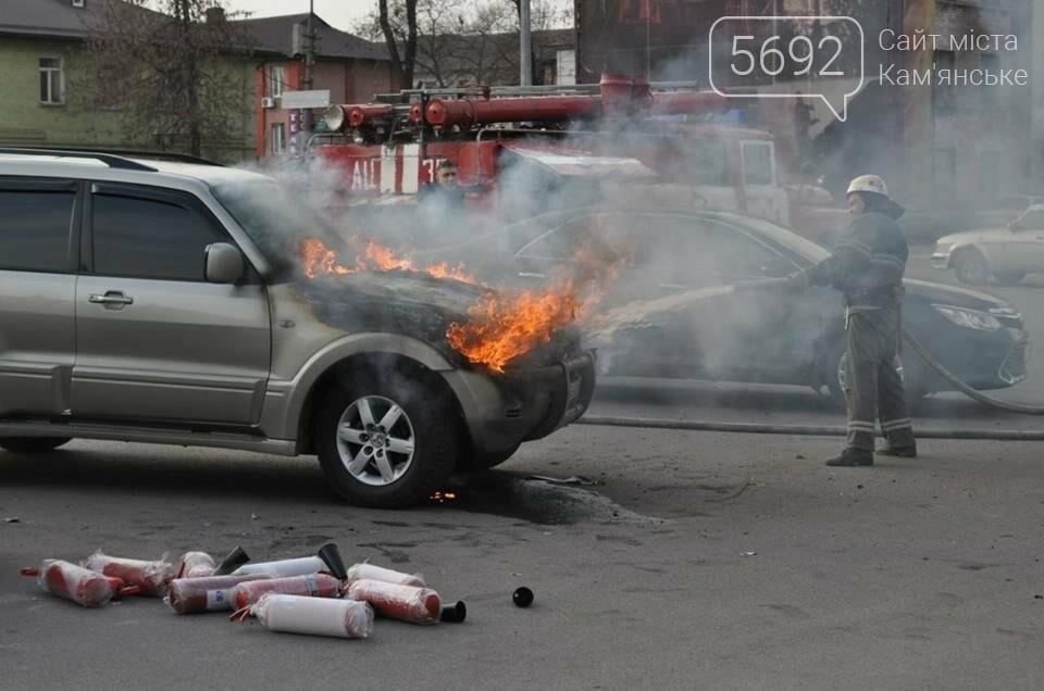В Каменском горел Mitsubishi Pajerо, фото-1