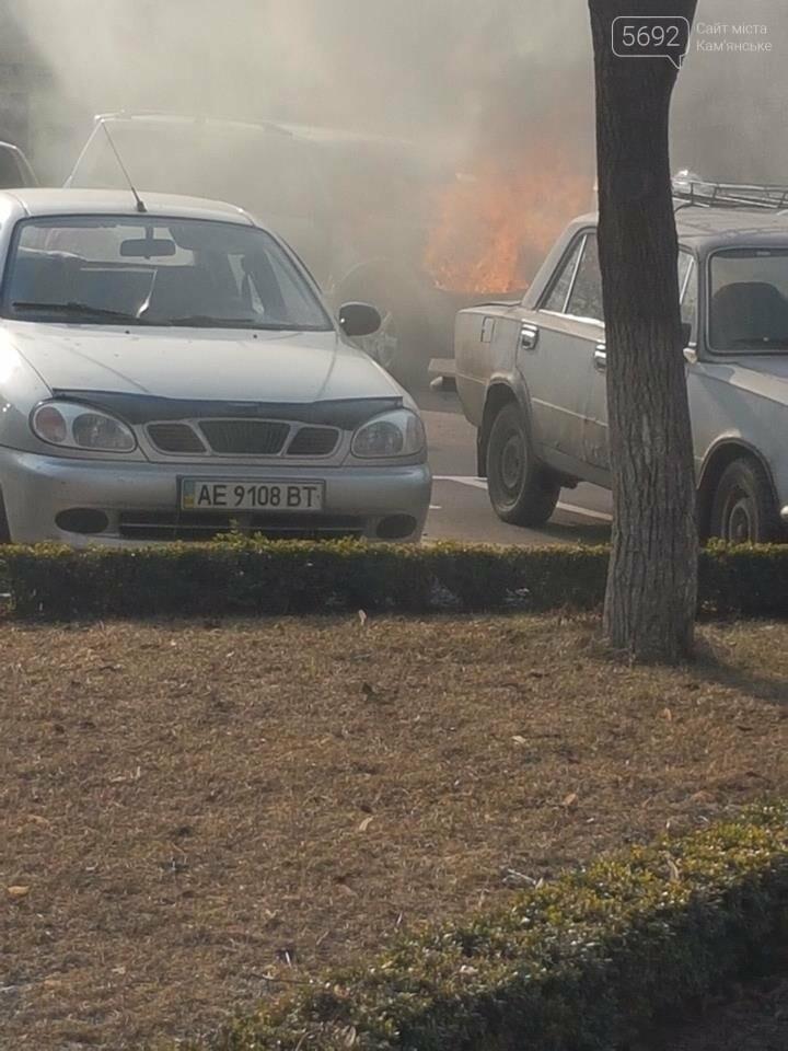В Каменском горел Mitsubishi Pajerо, фото-2