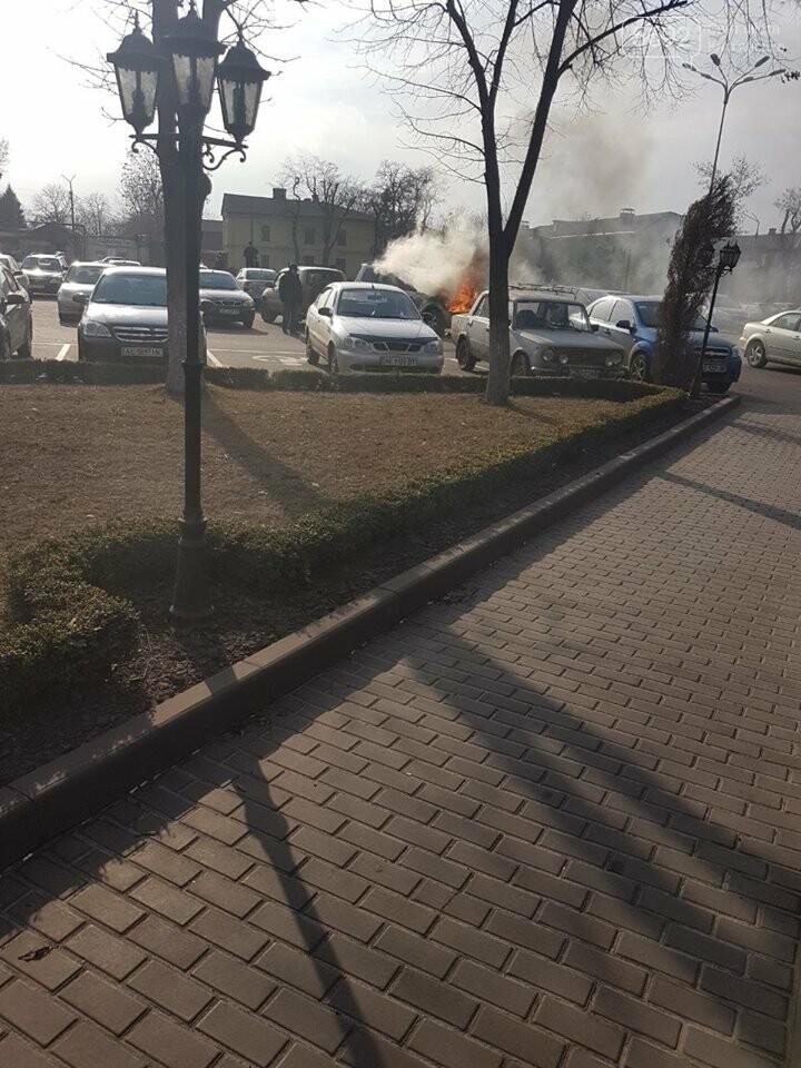В Каменском горел Mitsubishi Pajerо, фото-3
