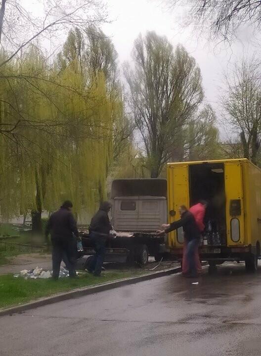 ДТП в Каменском: у автомобиля, груженного напитками, на ходу развалился кузов , фото-1